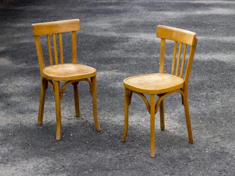Lot de deux chaises bistrot Baumann