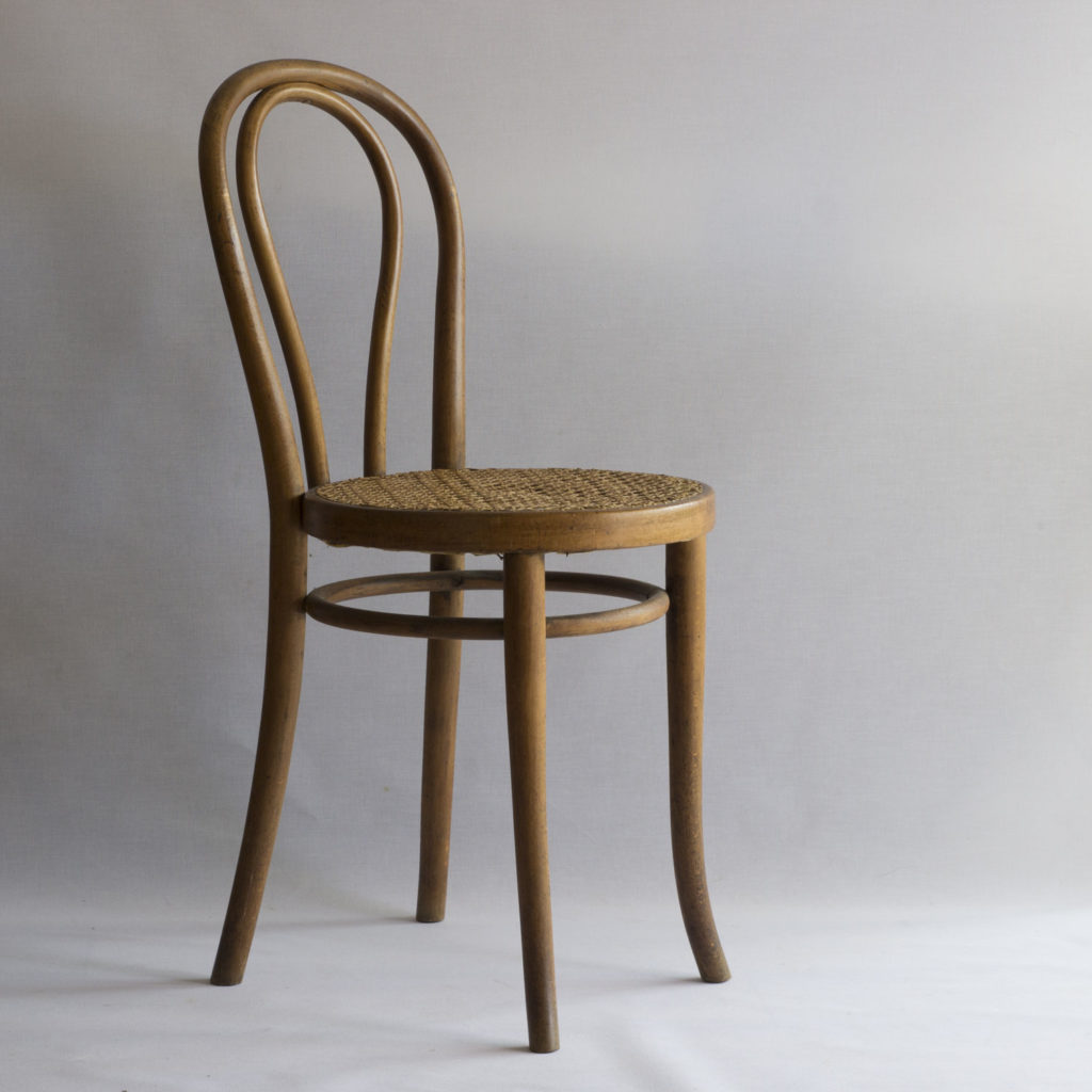 Chaise cannée Thonet