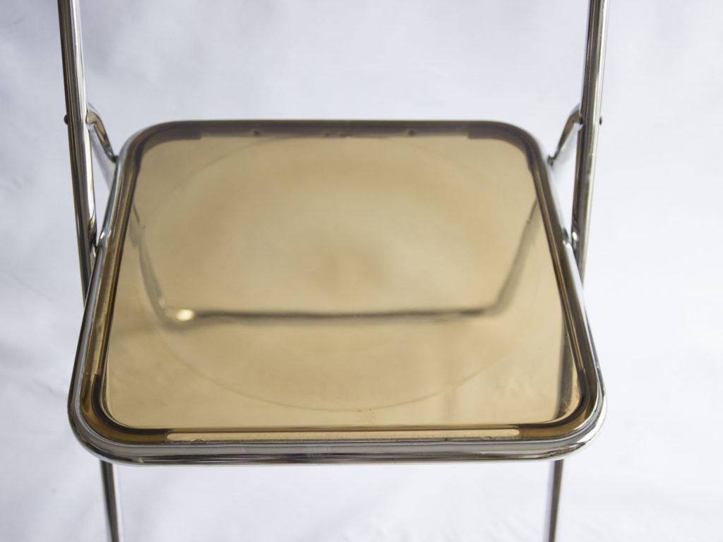 Chaise pliante en plexiglas