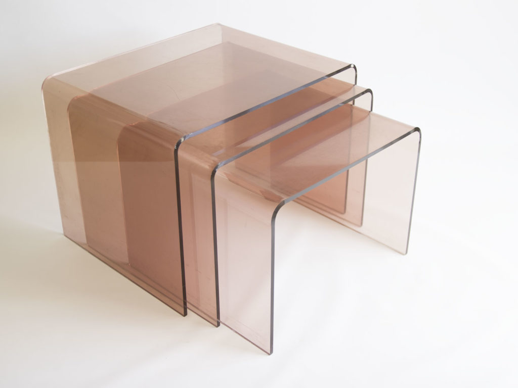 Tables gigognes en plexiglas