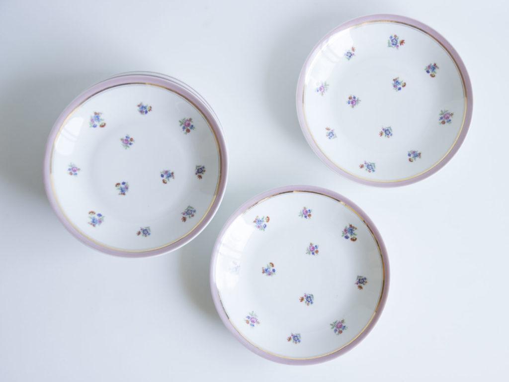 Lot de 7 assiettes creuses en porcelaine