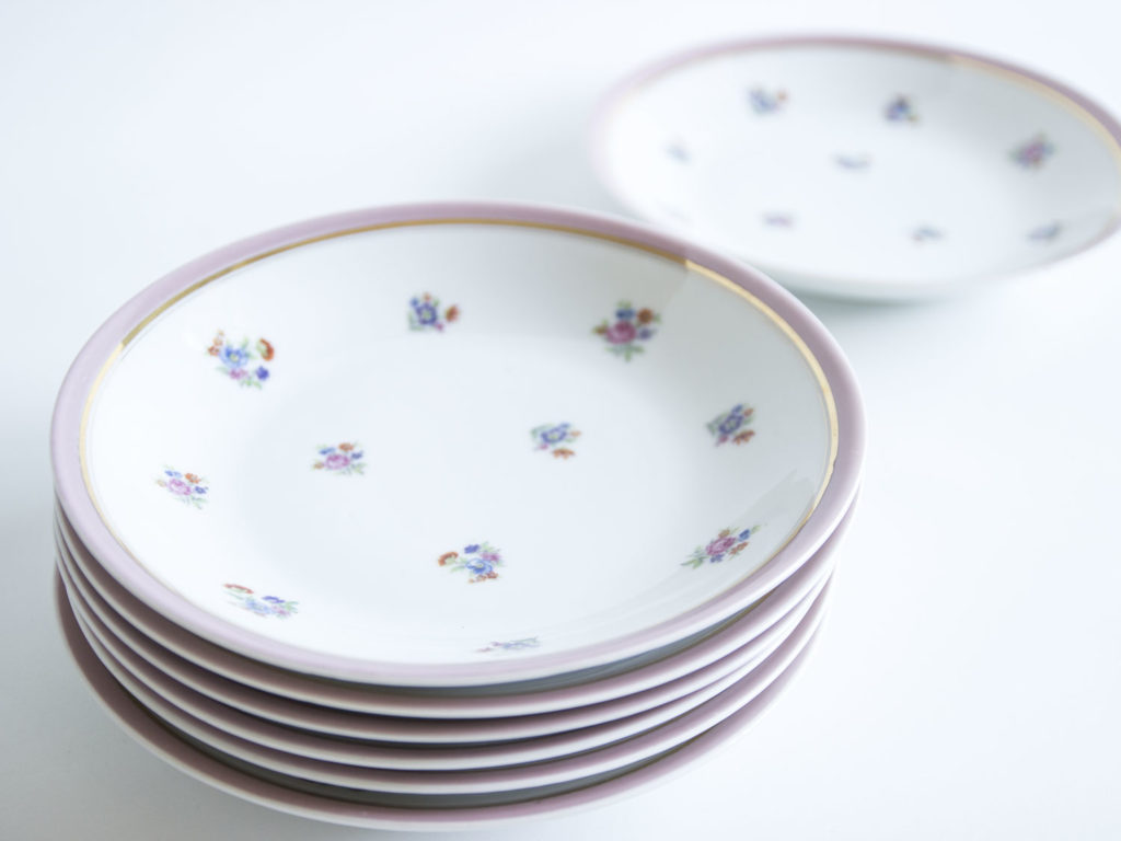 Lot de 7 assiettes creuses en porcelaine