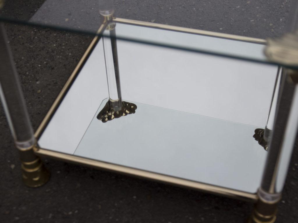 Table basse en plexiglas et verre