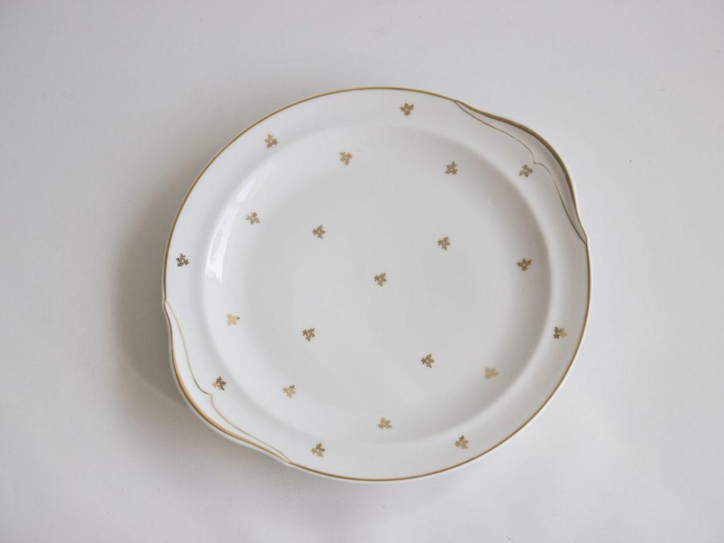Plat doré en porcelaine de Limoges