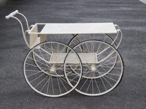 Chariot de fleuriste en métal perforé